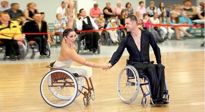 Танцы на инвалидных колясках