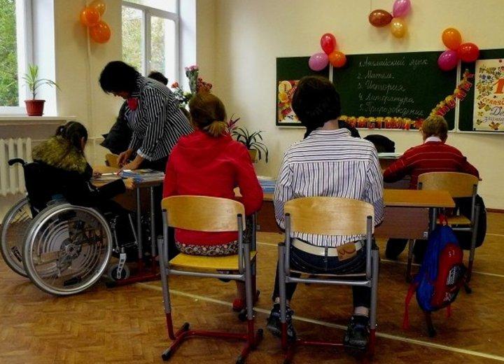 Инвалид детства (5 фото)