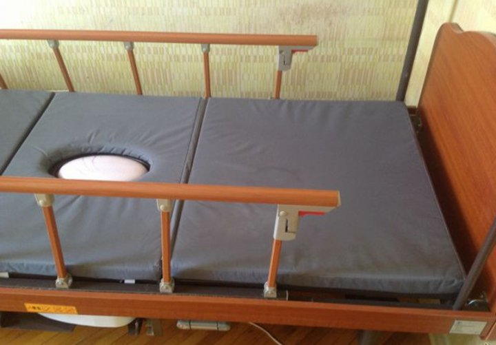 Медицинские кровати с туалетом YG-5 фото