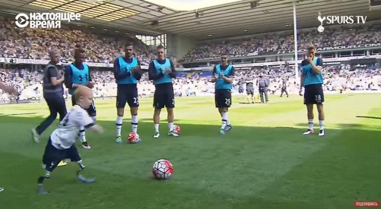 Маршал Дженсон играет в футбол на протезах
