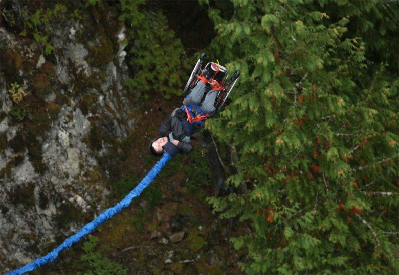 прыжок с тарзанки инвалида